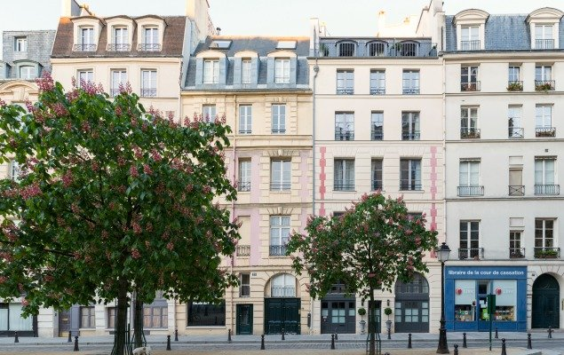 Welcome to 25 Place Dauphine in Paris