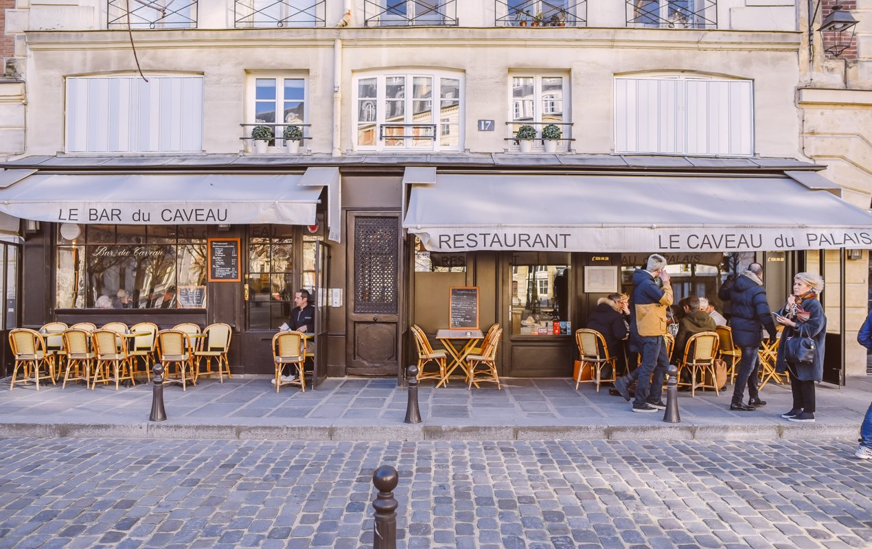 French Cultural Tips: 5 Ways to Avoid Awkward Moments with the Locals in Paris