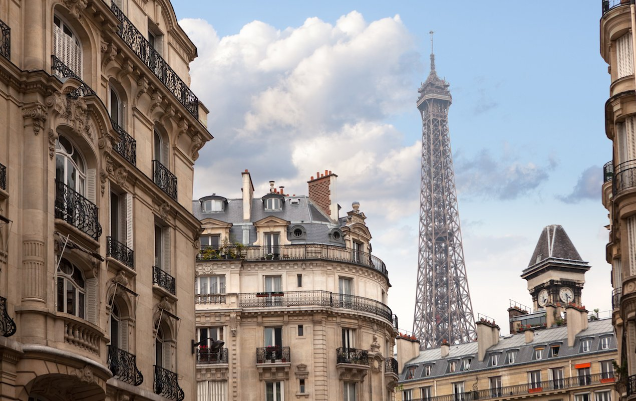 Personalized Neighborhood Orientation Tours in Paris