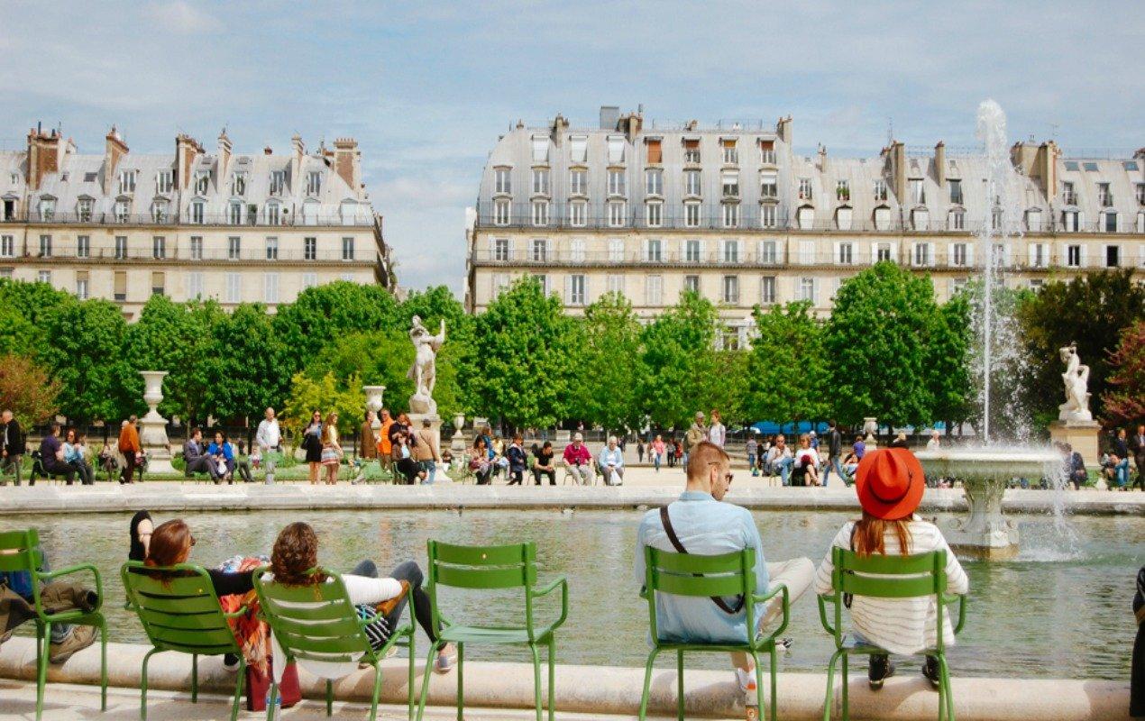 HW-tuileries-people-large