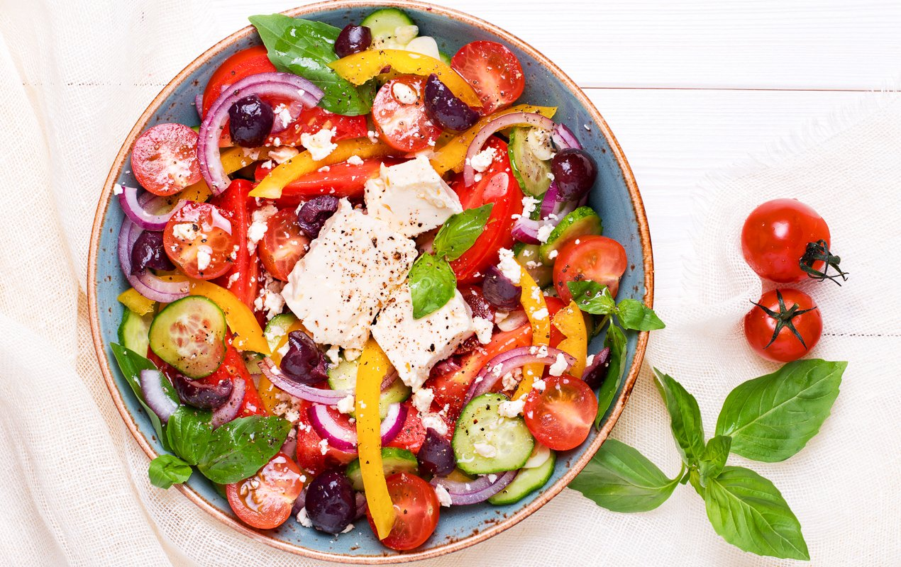 Maddy's Tomato, Basil & Roasted Pepper Salad with Tender Chicken
