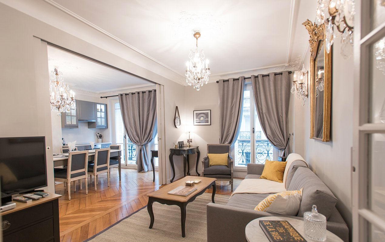 monthelie-livingroom