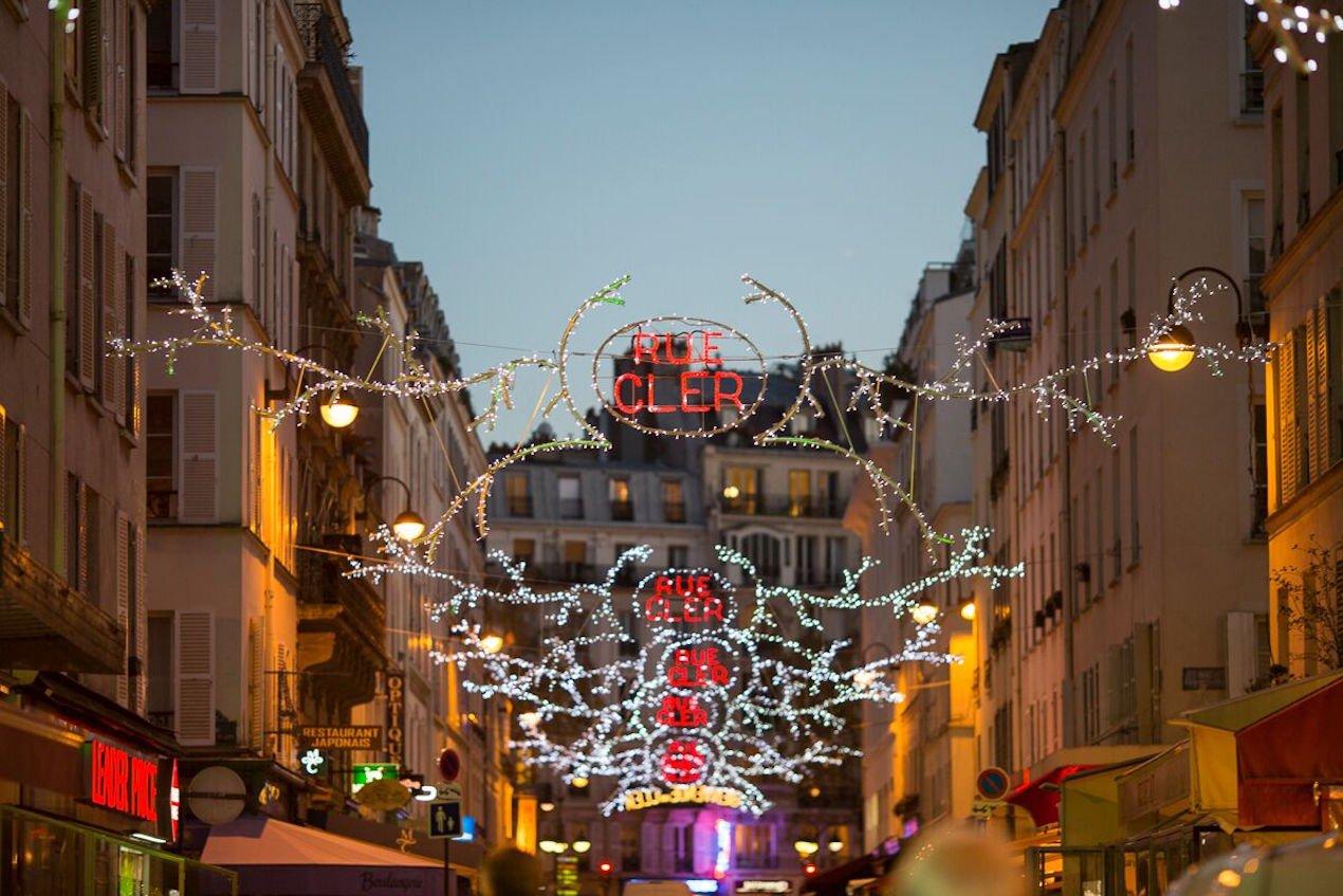 Heartwarming holiday traditions in paris paris perfect for Top 10 christmas traditions in america