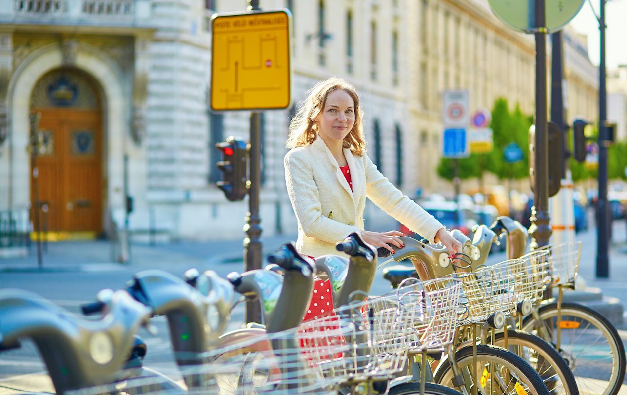 How to use the Velib bike rental system in Paris