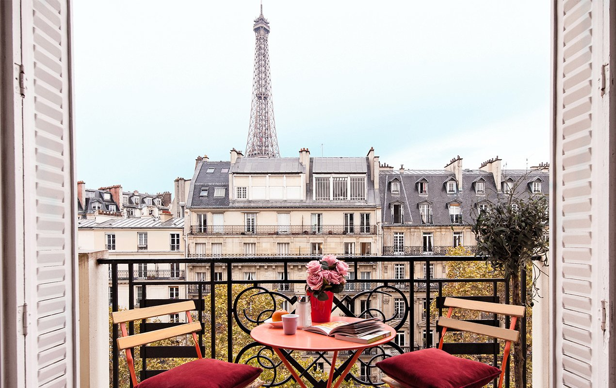Book Now for an Exceptional Valentine's Day in Paris – With 25% Discounts & Romantic Extras!