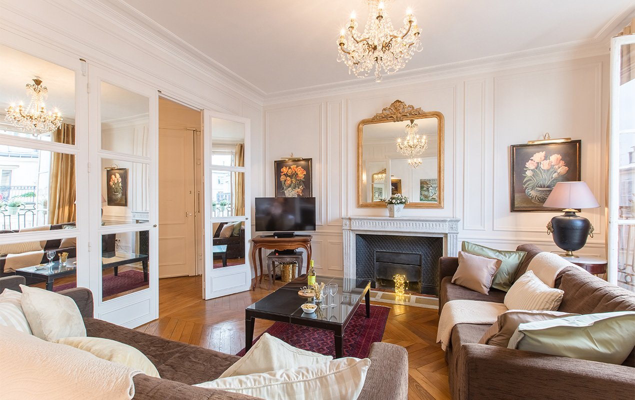 The Perfect Paris Apartment for 8 People!