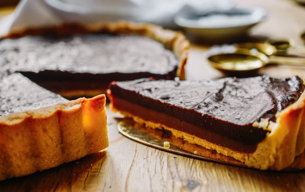 Indulgently Delicious Salted Caramel & Chocolate Tarte!