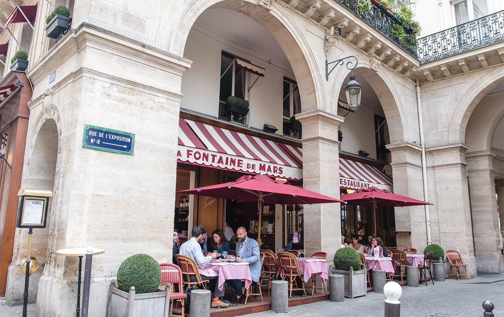 HW-fountain-du-mars-cafe-original-1