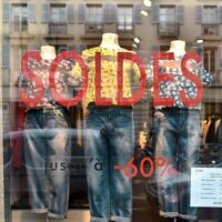 HW-winter-sales-shop-window