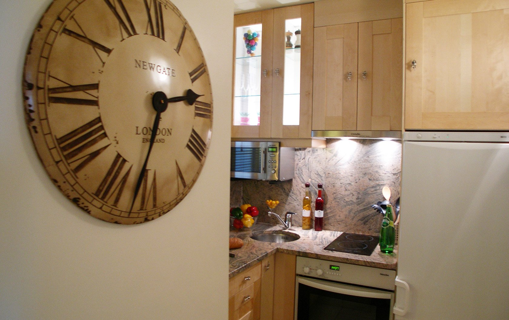 merlot-old-kitchen-clock