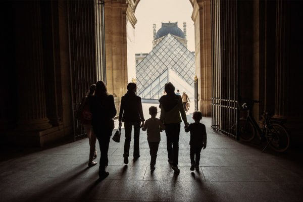 MM-louvre-museum-arch-pyramid-family-1