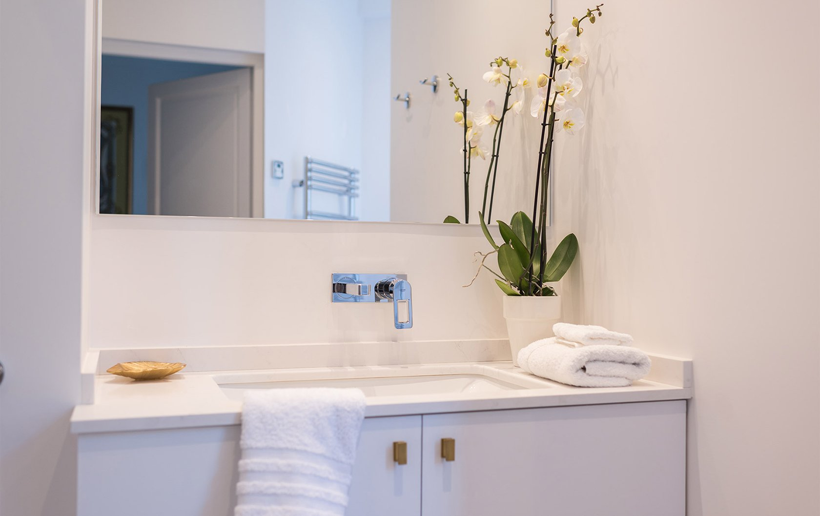 Before after at the fabulous new cairanne apartment for Beautiful en suite bathrooms