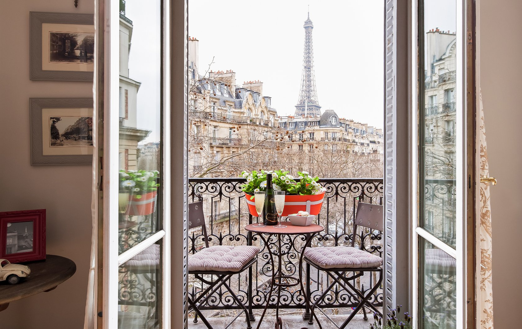 Apartment with Eiffel Tower Views