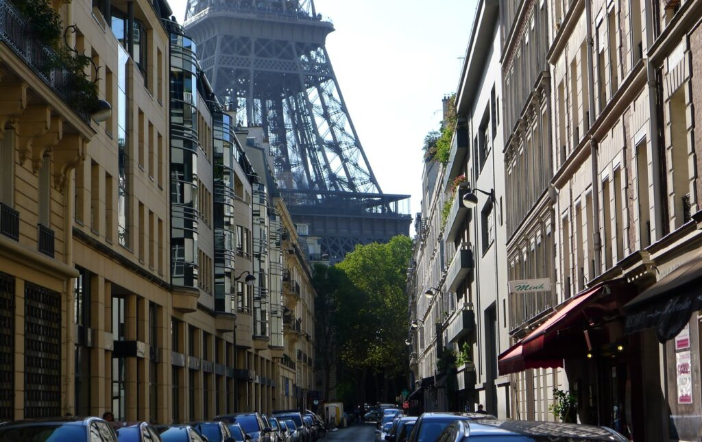 Why I Love the 7th Arrondissement of Paris! If You Feel the Same, Join the Club!