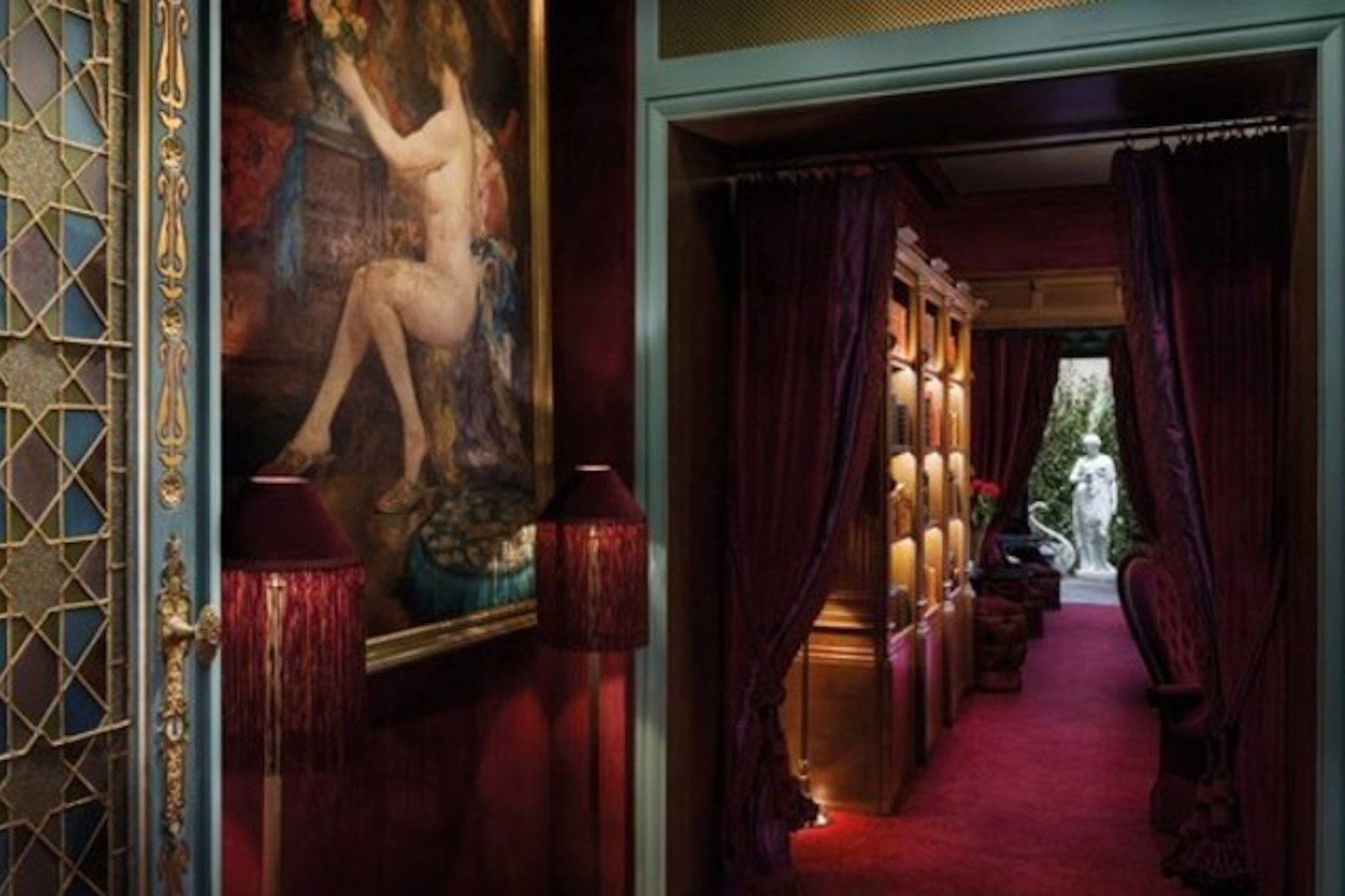 Scandalous Boudoirs and Courtesans: A Unique Paris Tour by Paris Perfect