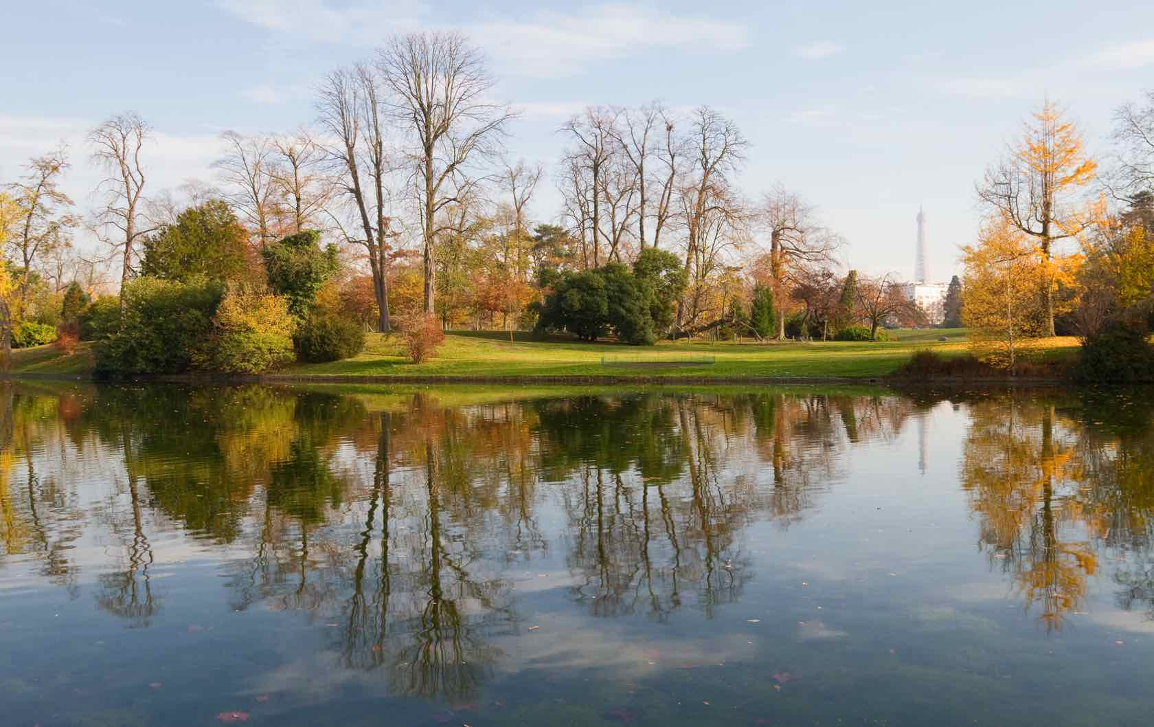 5 Places to see Fall Foliage in Paris by Paris Perfect Bois de Boulogne