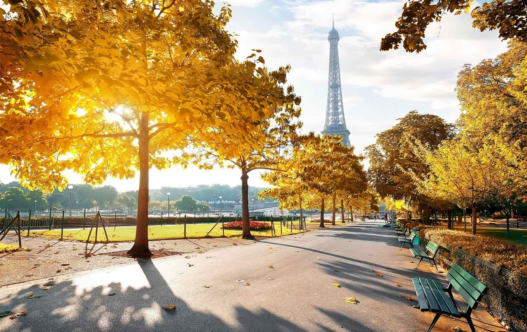 5 Places to see Fall Foliage in Paris by Paris Perfect Champ de Mars