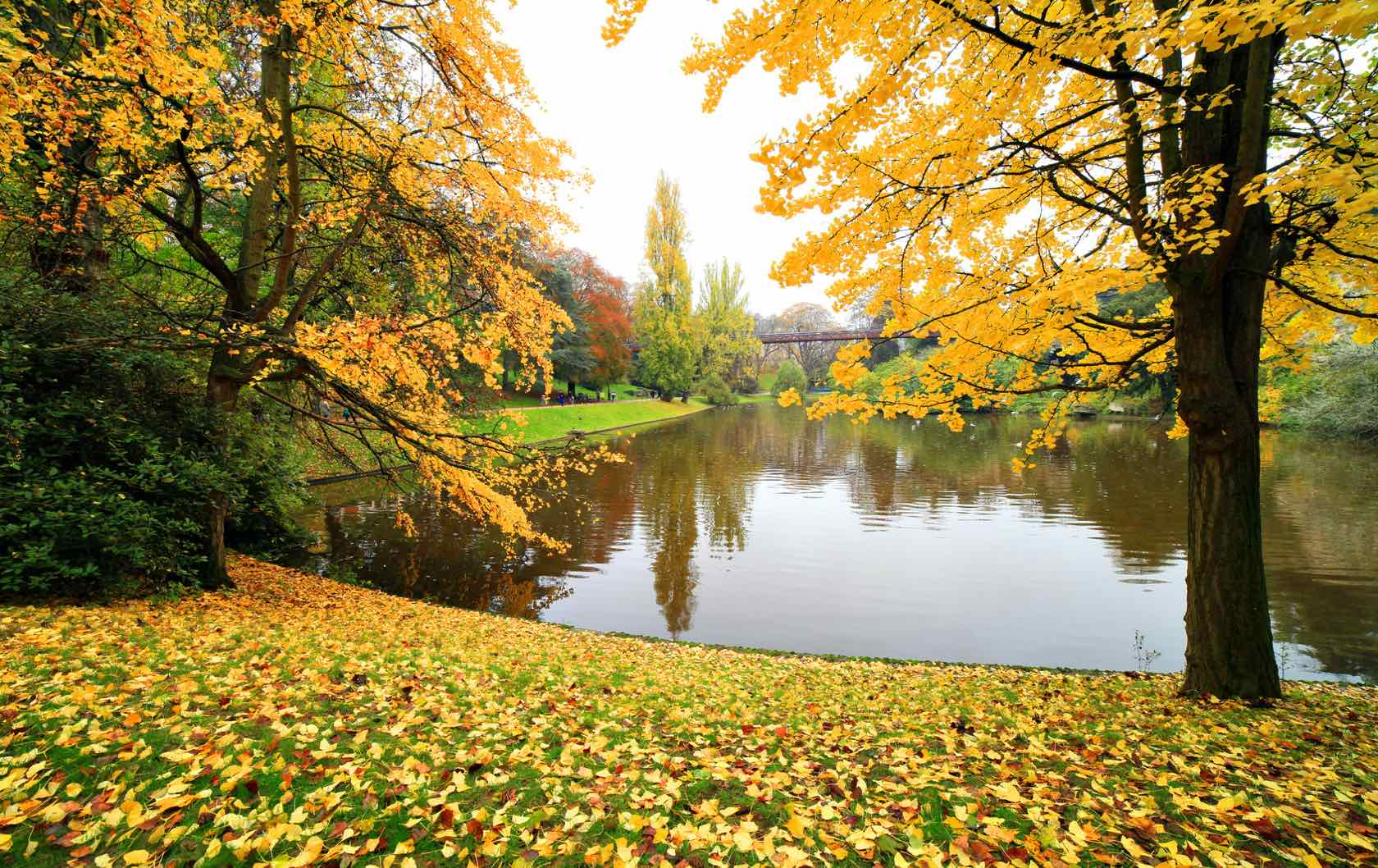 5 Places to see Fall Foliage in Paris by Paris Perfect Parc des Buttes-Chaumont