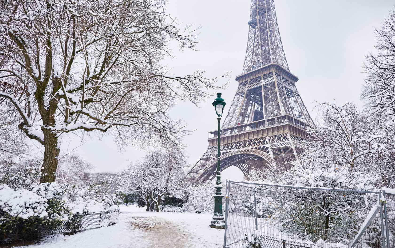 12 Essentials to Pack for Paris in the Winter