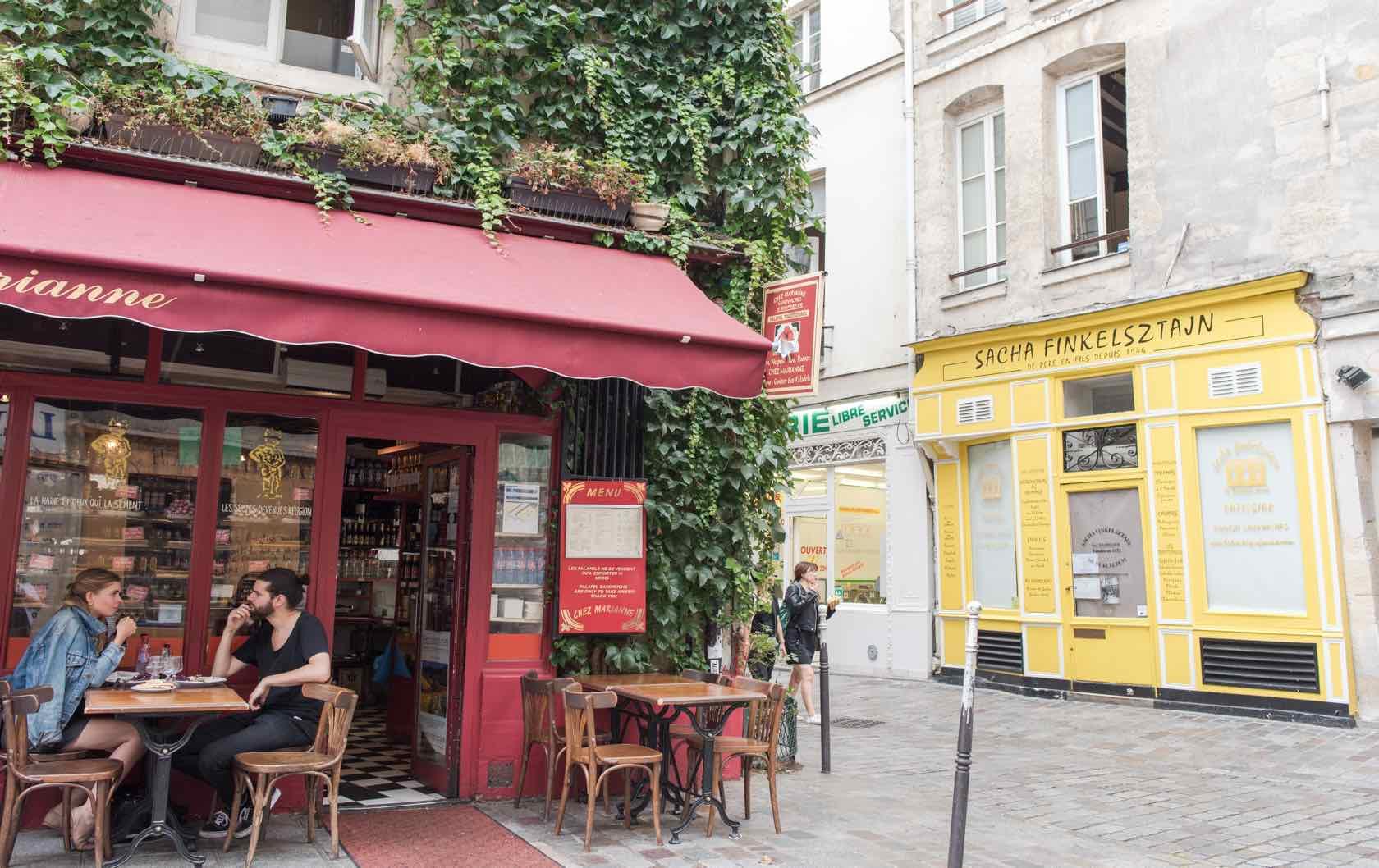 Rue des Rosiers shops