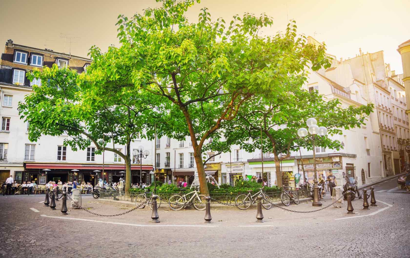rue Mouffetard in Paris
