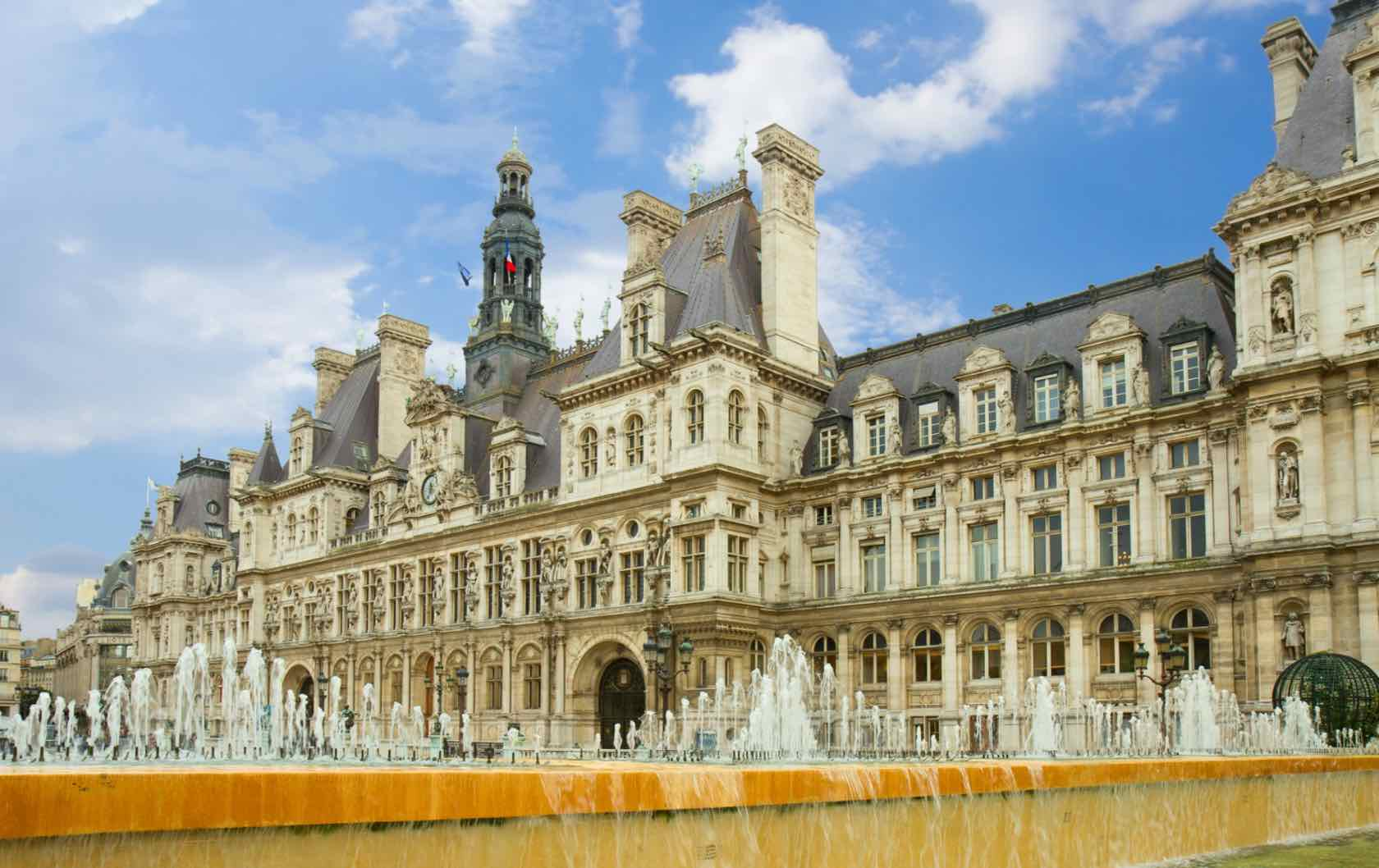 Hotel de Ville beautiful squares in Paris