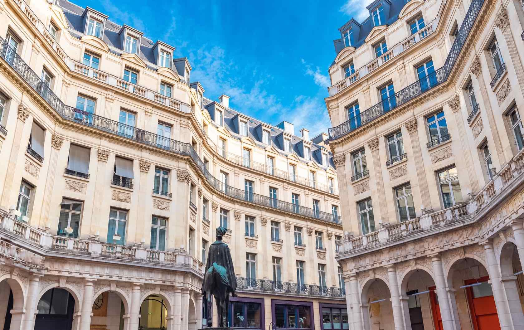 Place Édouard VII beautiful squares in Paris