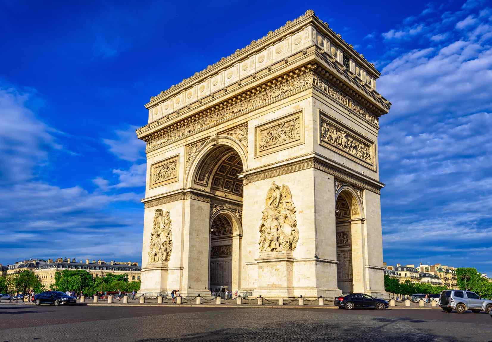 Arc de Triomphe Summer Walks in Paris