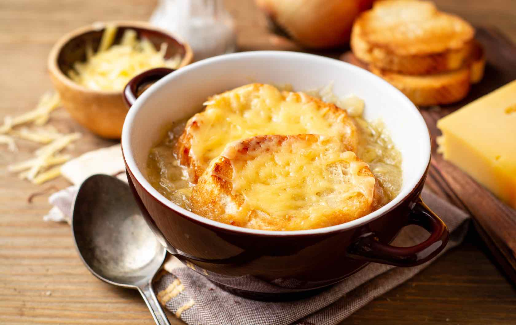 Classic Savory French Dishes Soupe à l'Oignon