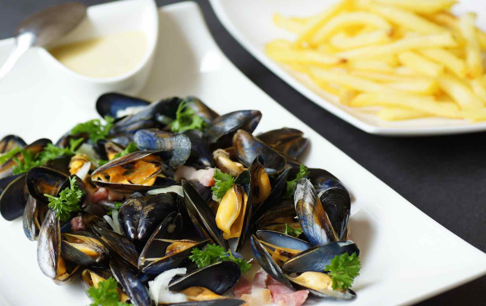 Classic Savory French Dishes Moules Marinières