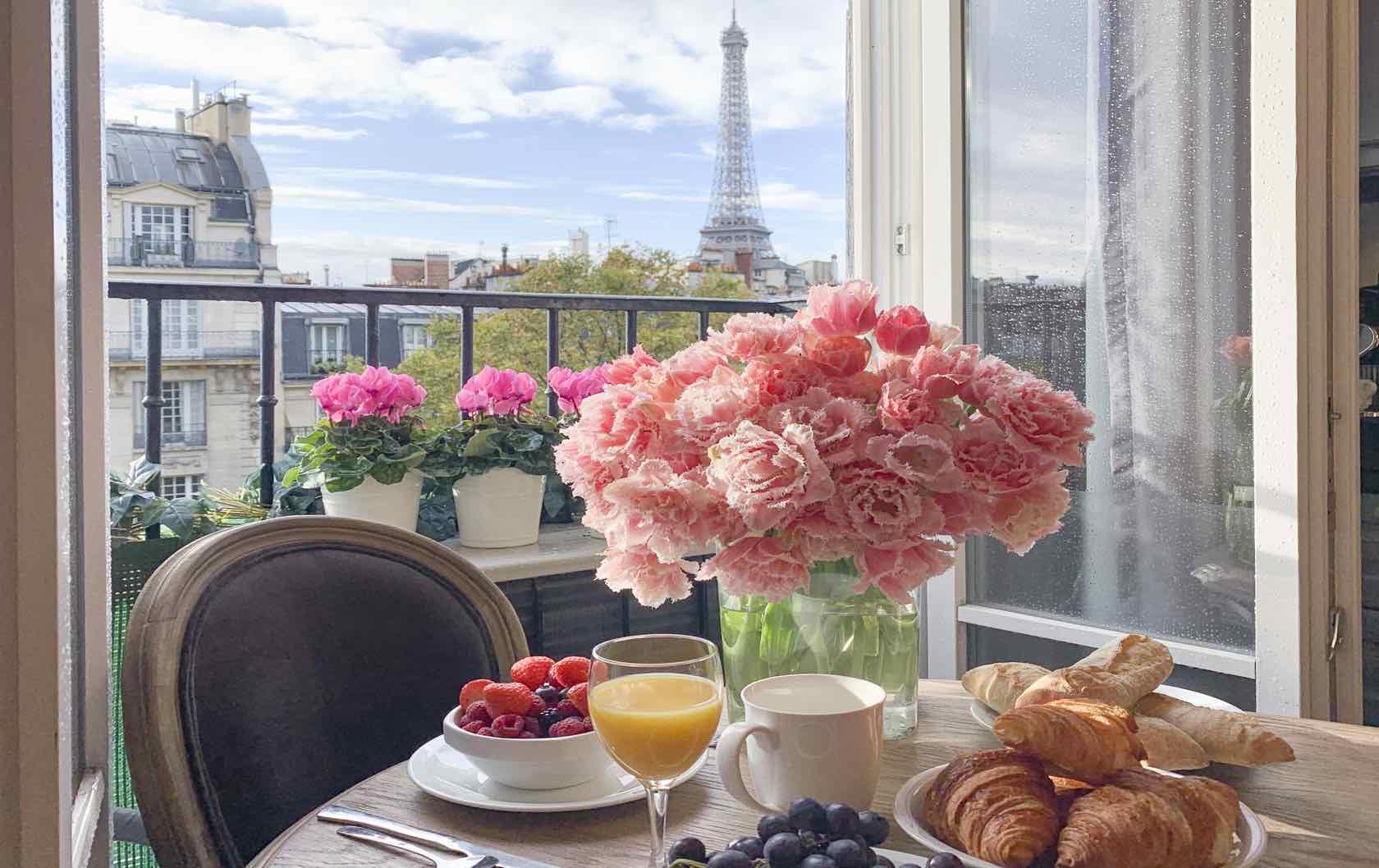 Eiffel Tower view apartment