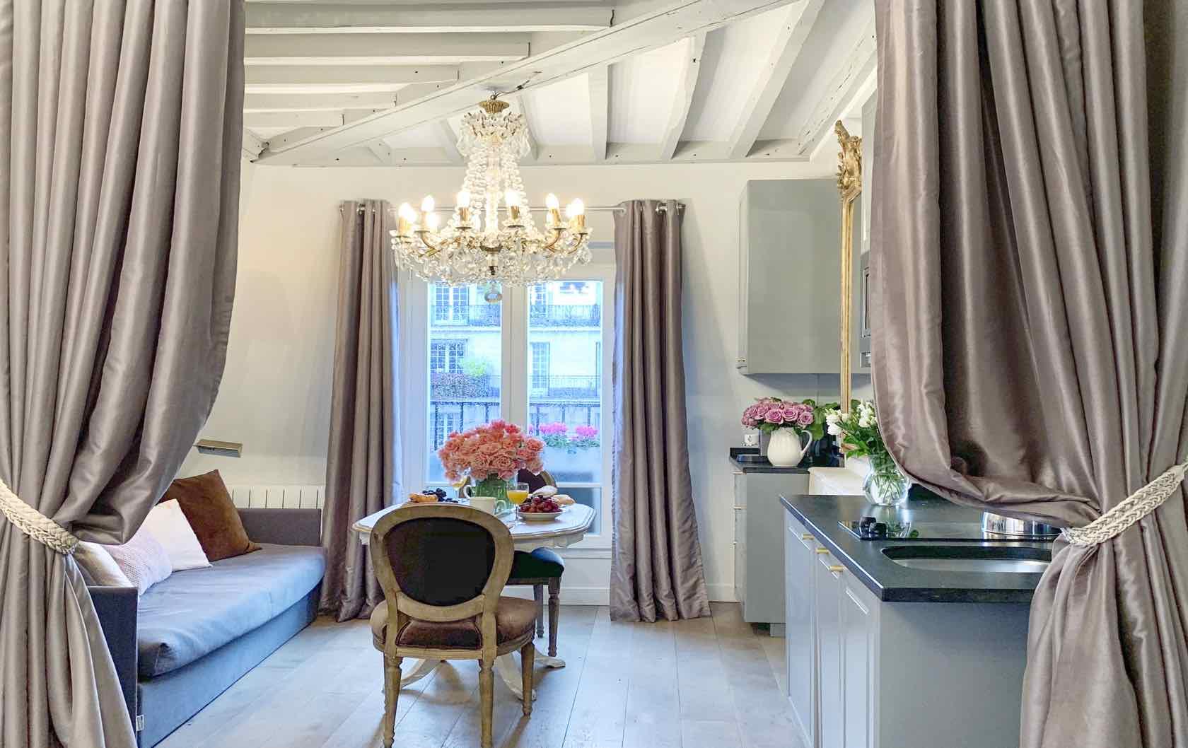 Francophile Gifts Paris Perfect Fractional apartment Cremant