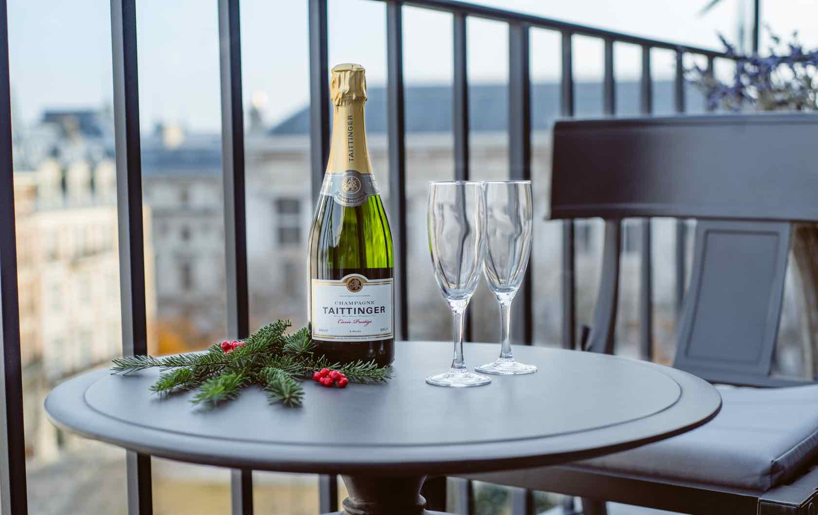 Francophile Gifts champagne at Place Dauphine