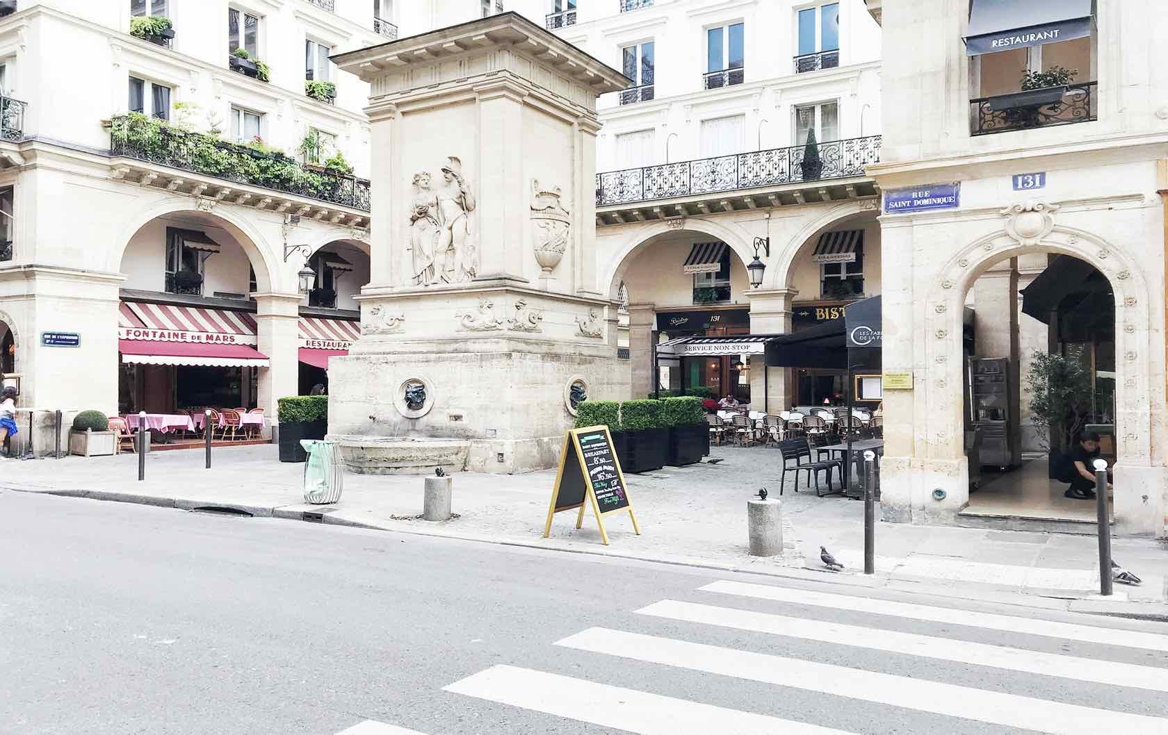 La Fontaine de Mars rue Saint-Dominique Paris