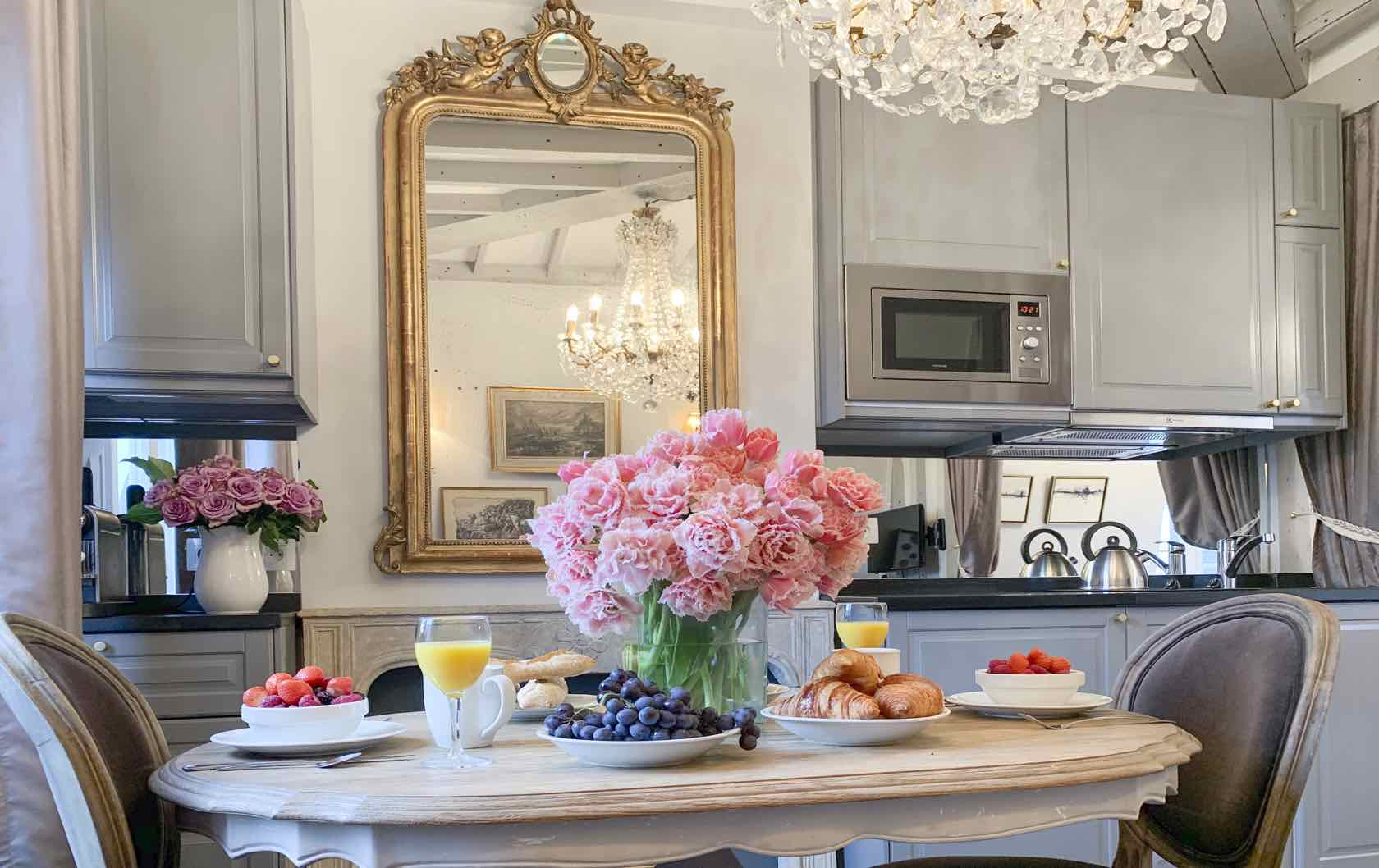 Cremant fractional apartment dining room and kitchen Paris