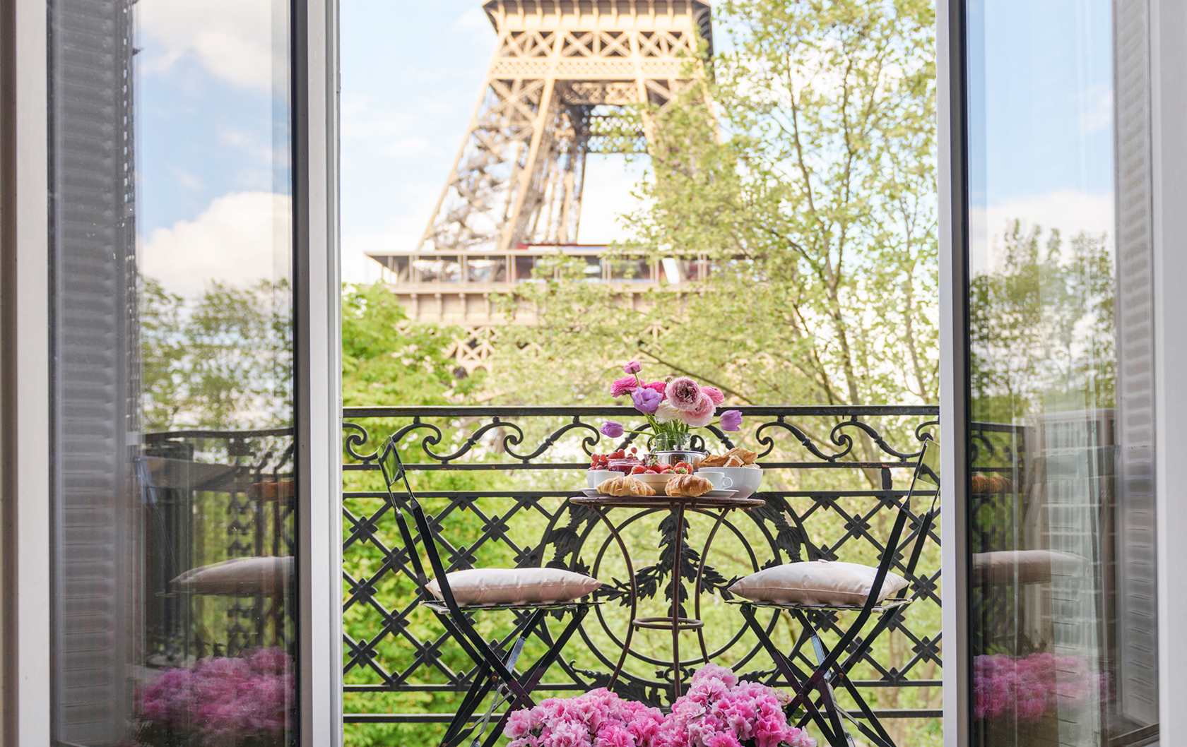 Close Eiffel Tower view from Viognier apartment