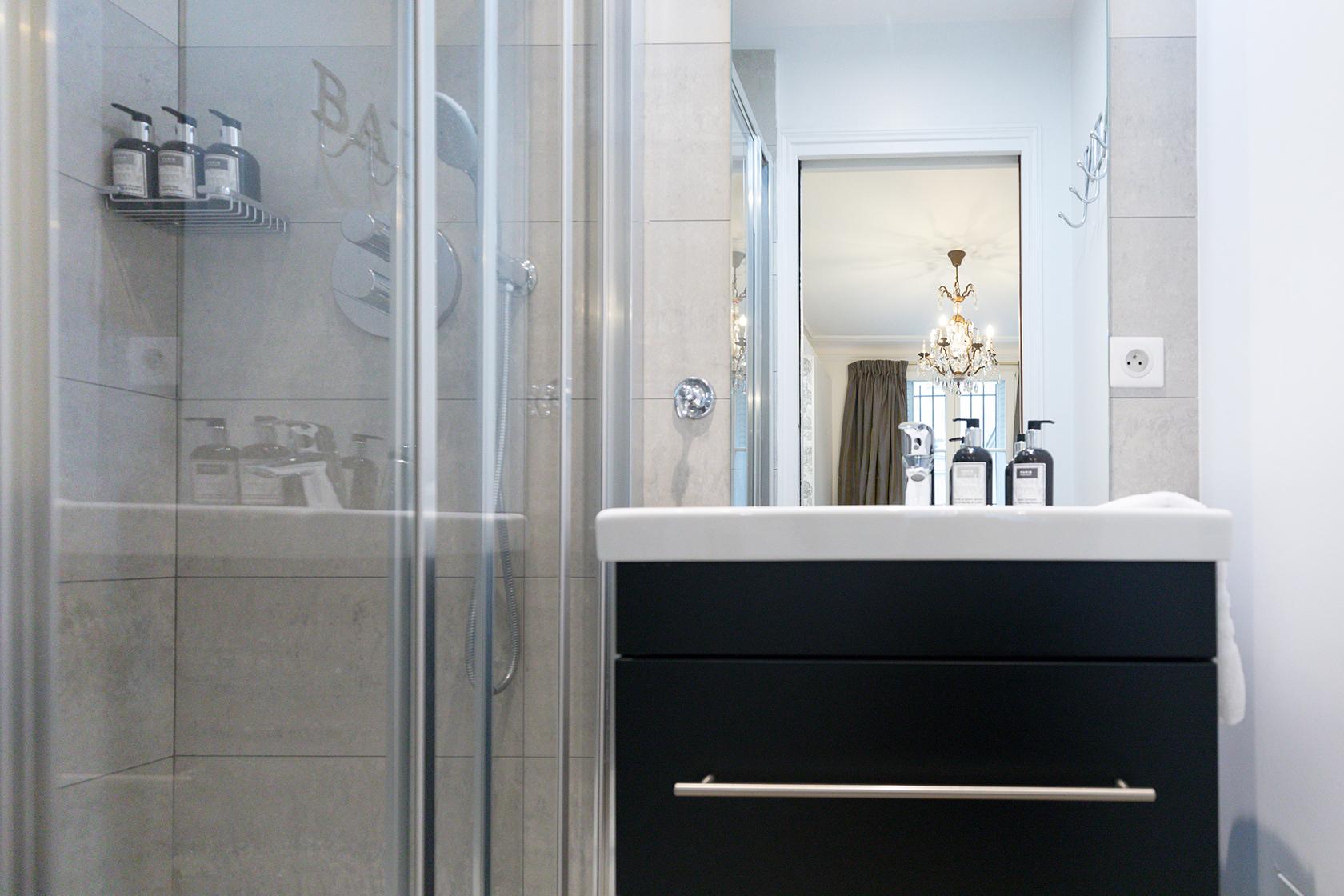 Beaujolais second bathroom after