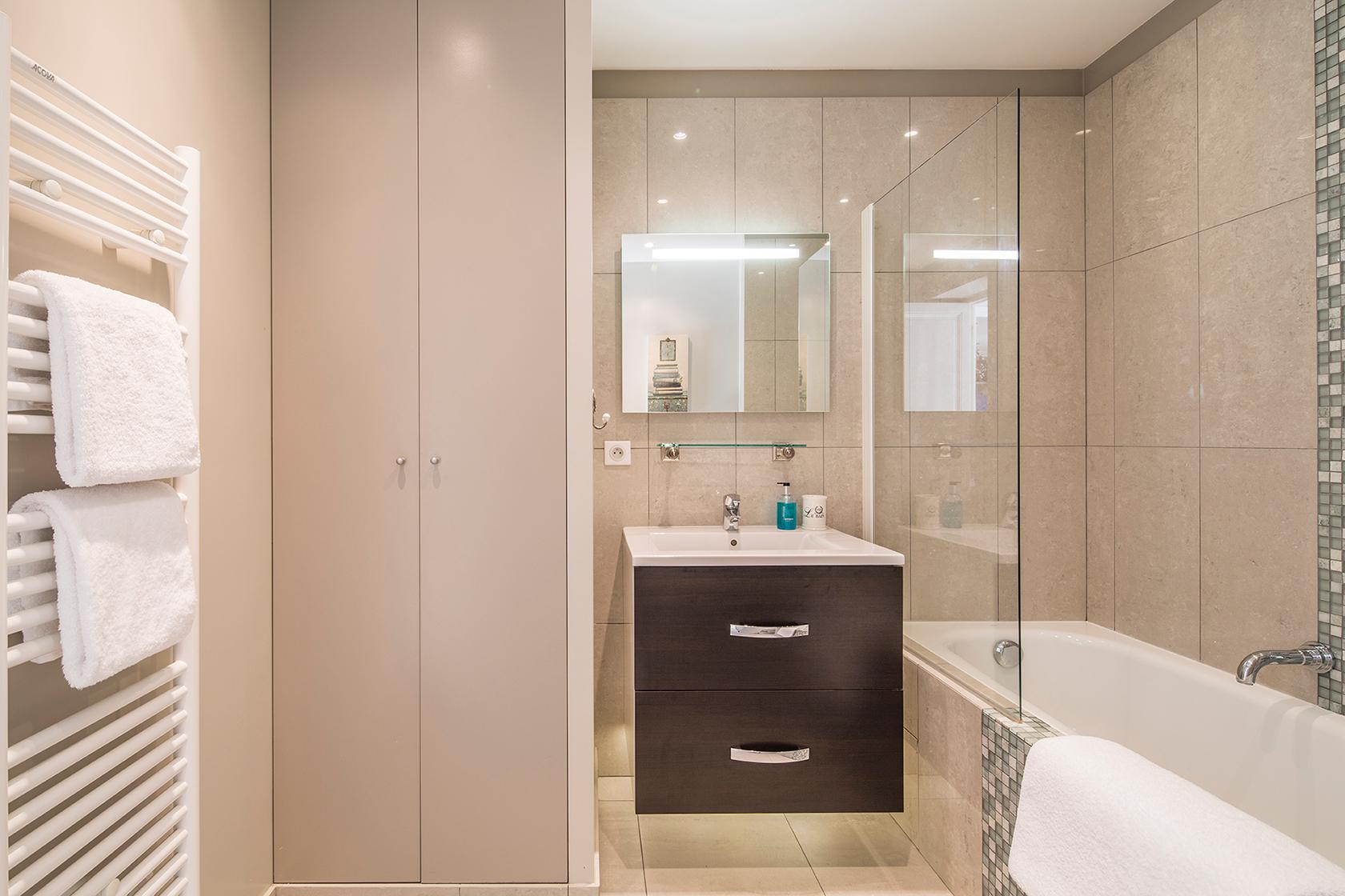 Beaujolais master bathroom before