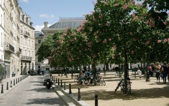 Stay on Place Dauphine in Paris!