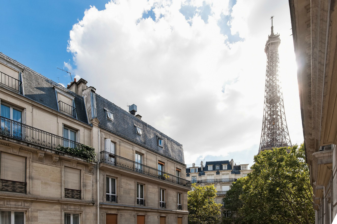 Gorgeous Two Bedroom Rental Near Eiffel Tower and Seine River