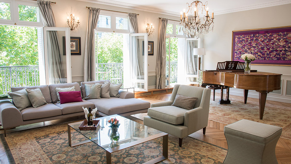 Luxury 3 bedroom apartment with eiffel view balcony wifi for Three bedrooms apartment for rent