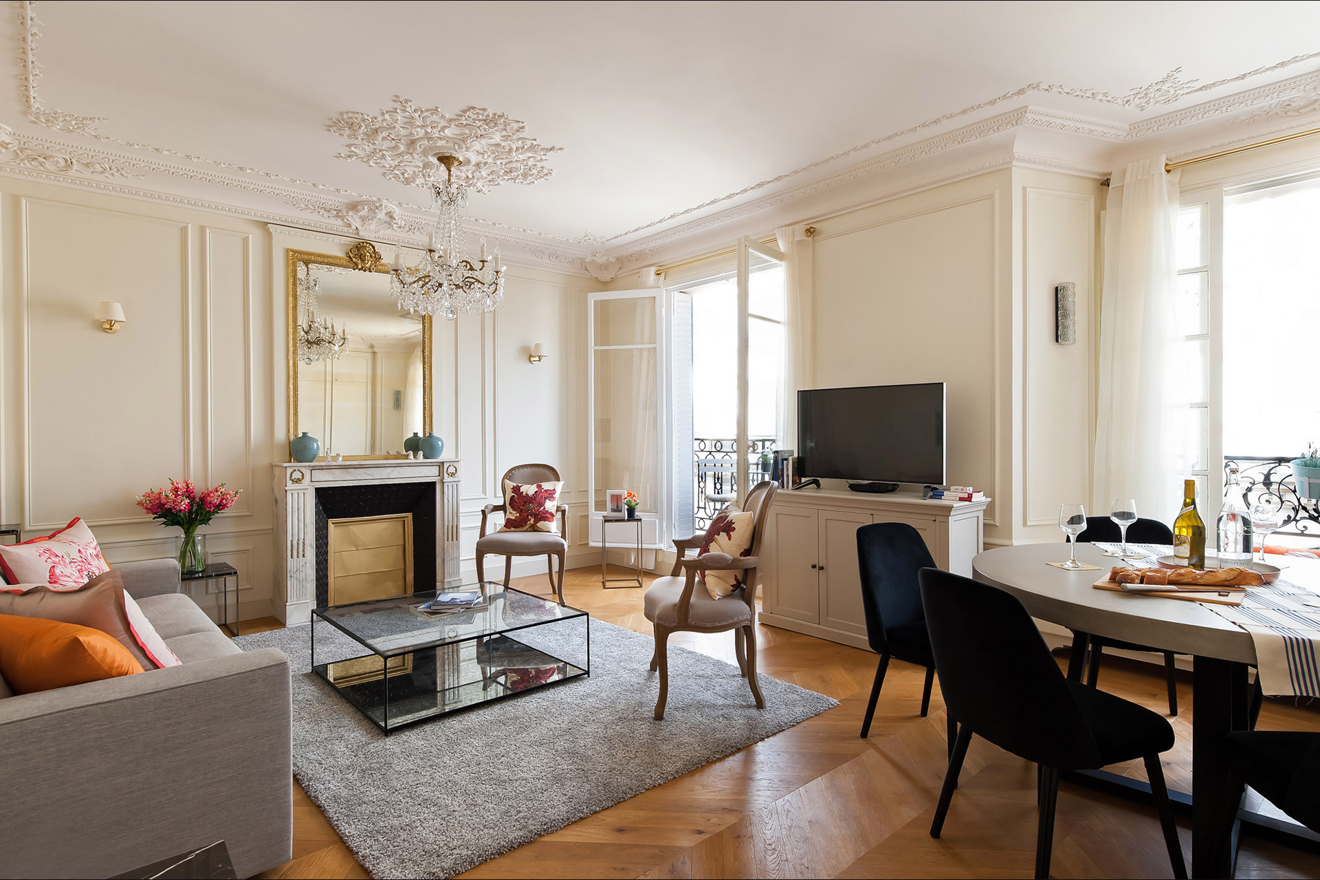 Elegant Two Bedroom Paris Apartment