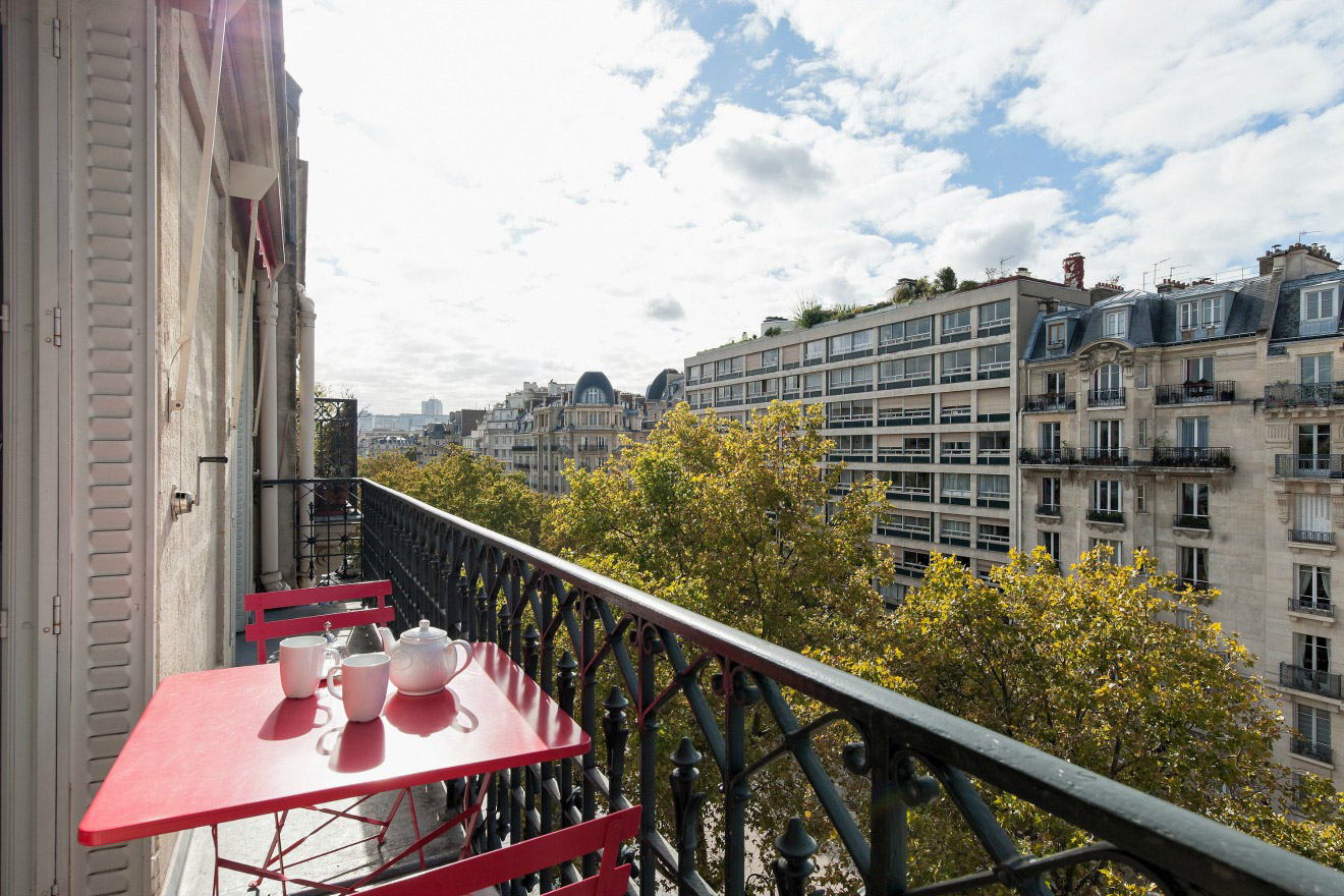 Gorgeous Two Bedroom Paris Apartment Near Eiffel Tower