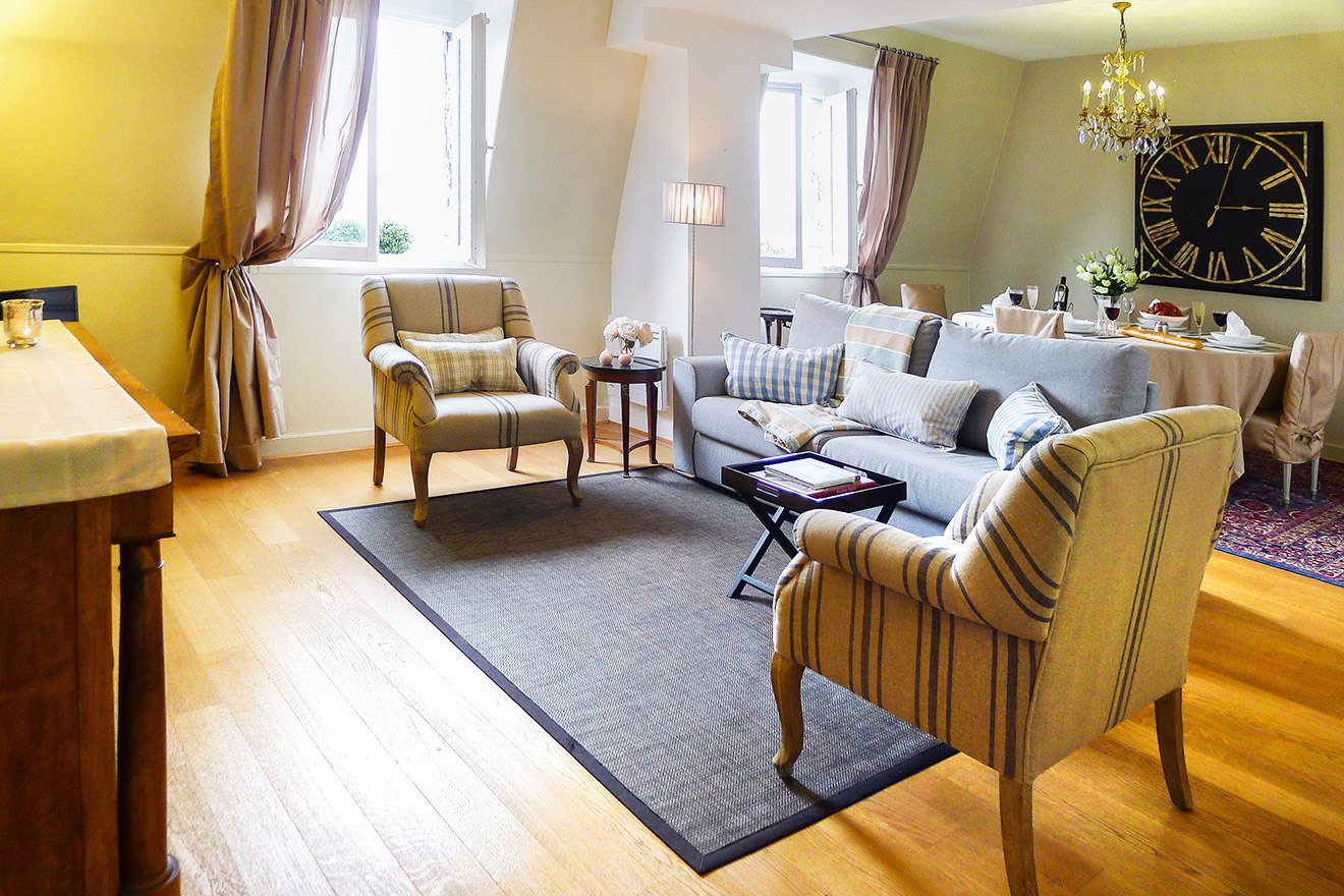 2 Bedroom Apartment Near Louvre in Paris with Seine River View