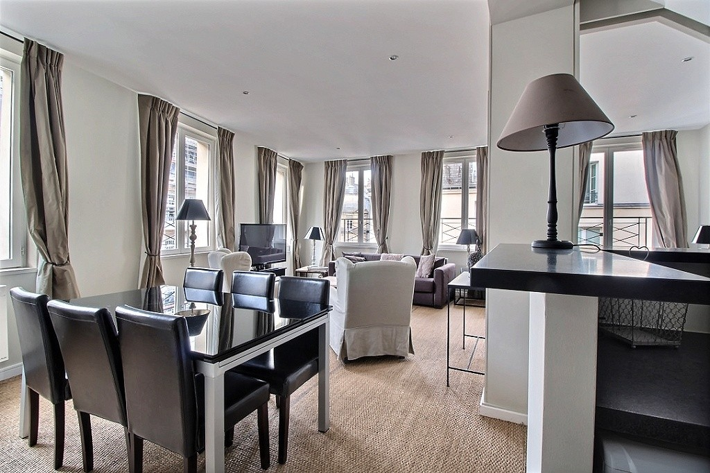 2 Bedroom Apartment for Sale in Paris with Zoning