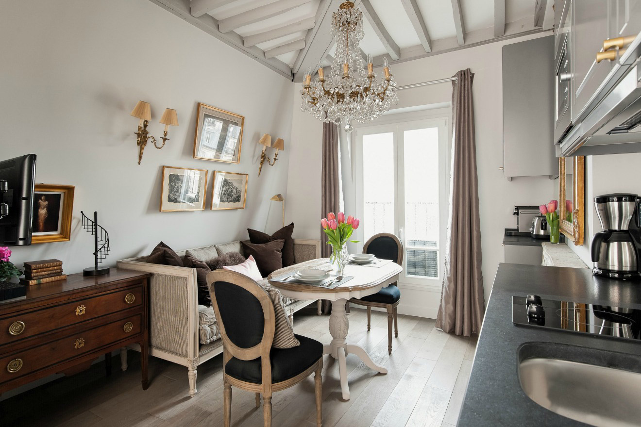 beautiful studio apartment in paris with eiffel tower view. Black Bedroom Furniture Sets. Home Design Ideas