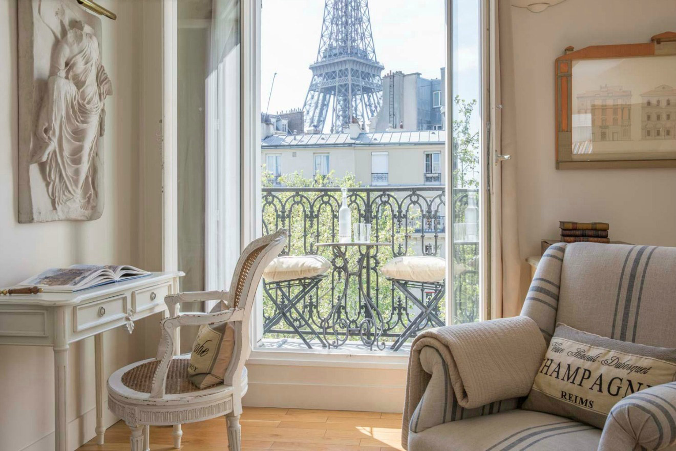 1 Bedroom Paris Accommodation With Eiffel Tower View Perfect