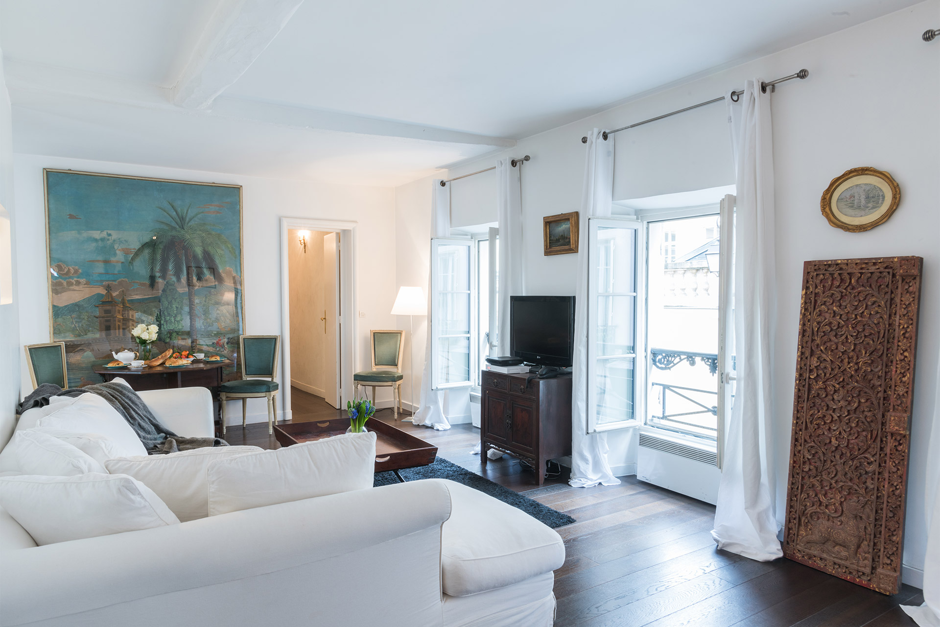 Beautiful 2 Bedroom Vacation Rental Set In The Heart Of The Marais In Paris Sale