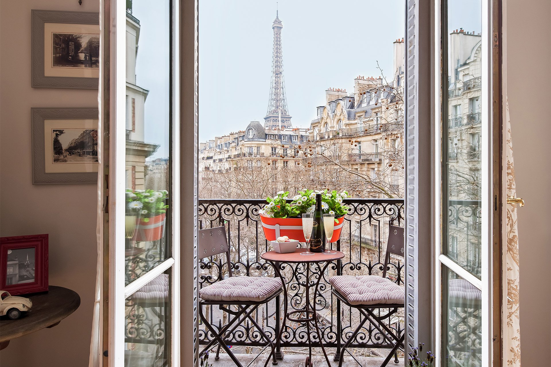 Designer three bedroom paris holiday apartment paris perfect sale