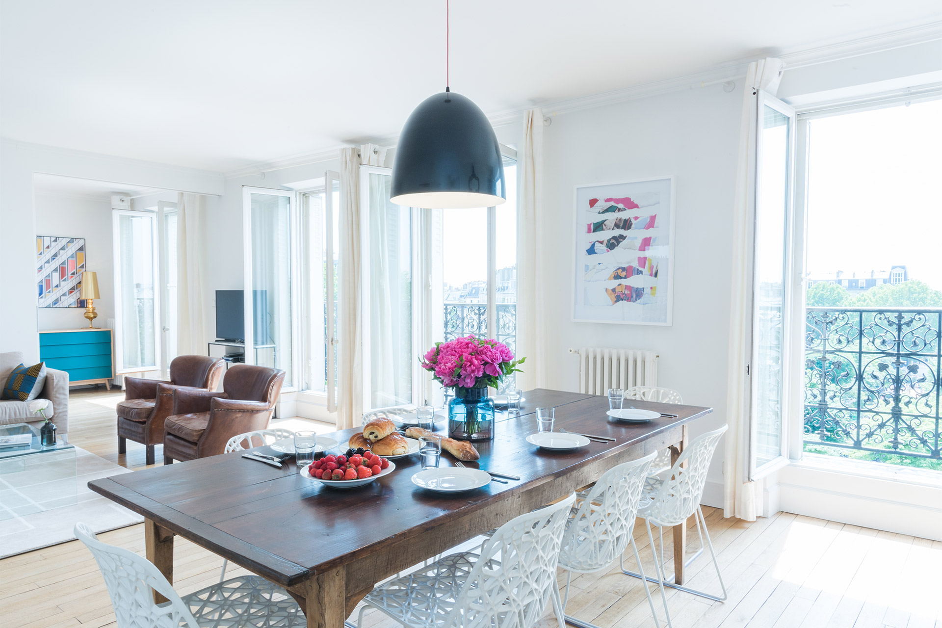 Spacious three bedroom vacation rental in the artistic montmartre area